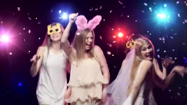 Dívky na rozluce a tanec a zábava