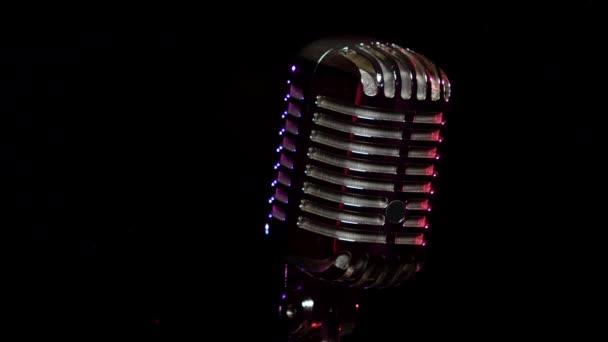 Klasszikus Vocal mikrofon forgatható és tükrözi színpadi fények