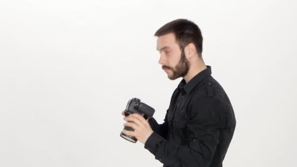 Fotograf dělá fotku. Bílé