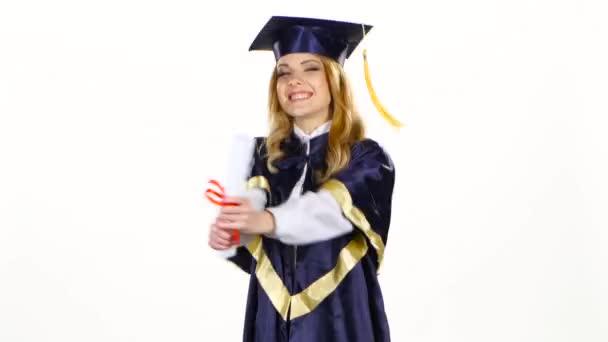 Absolventský tanec s diplomem v rukou. Bílé
