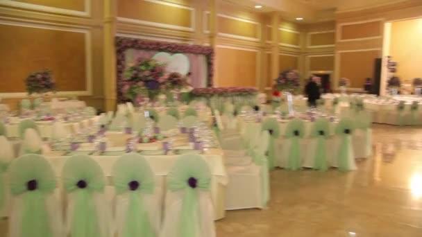 Innenraum eines Hochzeitssaals. Hochzeitskonzept