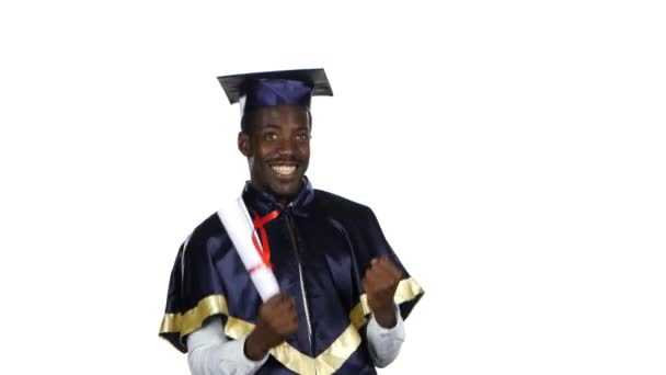 Student, který drží diplom. Bílé