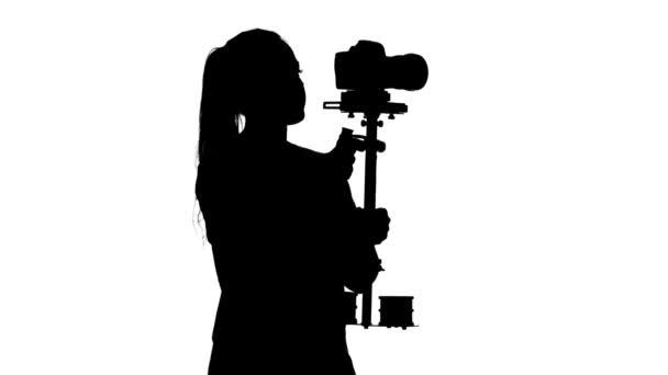Betreiber dreht Video im Studio. weiß. Silhouette