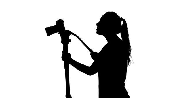 Video- oder Filmaufnahmen. Operator im Studio. weiß. Silhouette