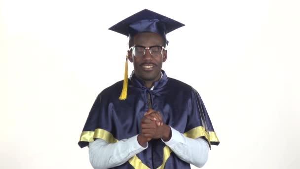 Diplomás megköszönte a közönséget. Fehér. Lassított. Közelről
