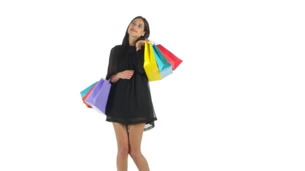 Žena držící nákupní tašky. Bílá