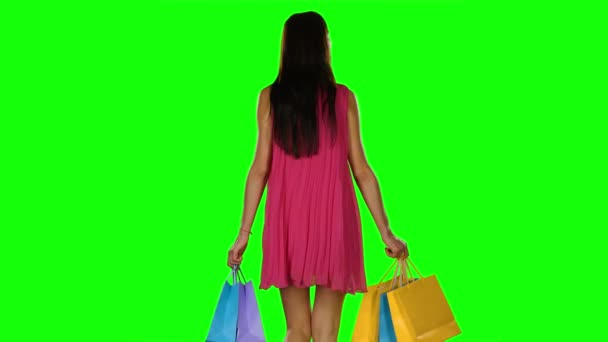 Žena s nákupníma taškama v obchoďáku. Zelená obrazovka