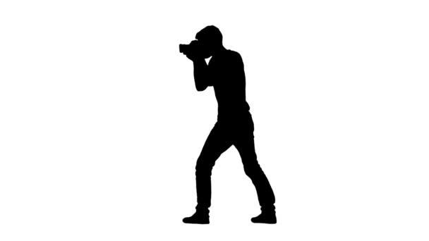 Fotograf zeigt mit Gesten, was zu tun ist. Silhouette, weißer Hintergrund
