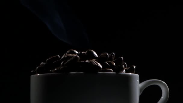 šálek kávy zrnkové kávy