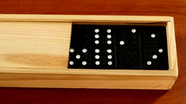 Domino hra v otevřít pole, izolované dřevěné plochy