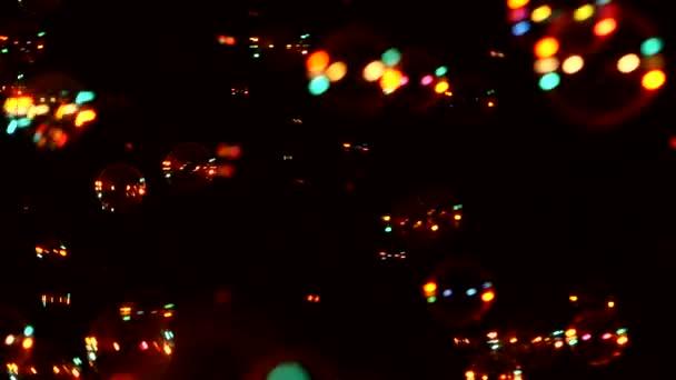 Piros szappanbuborékok fekete, háttér, közelről