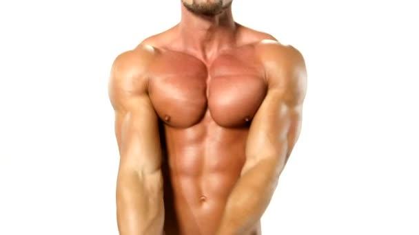 krásný a silný svalnatý mladík