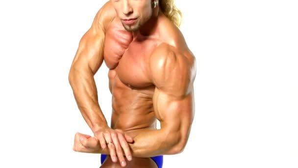 muskulöser und sexy Oberkörper des jungen Mannes, Bodybulider isoliert in weiß