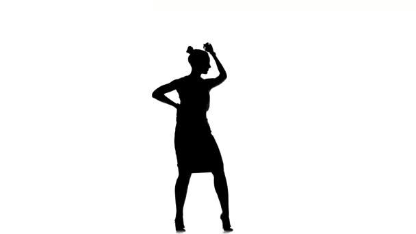 Atraktivní společenská tanečnice v sukní tance, na bílé, siluetě