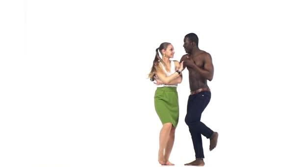 soziale Latino Tänzerinnen in Aktion auf weiße, Zeitlupe