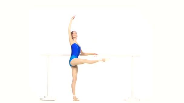 baletní tanečník izolované na bílém