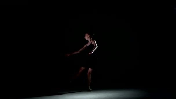 baletní tanečnice izolovaný na černém pozadí