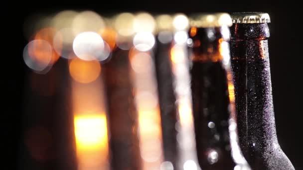 Hideg üveg sör-fekete háttér