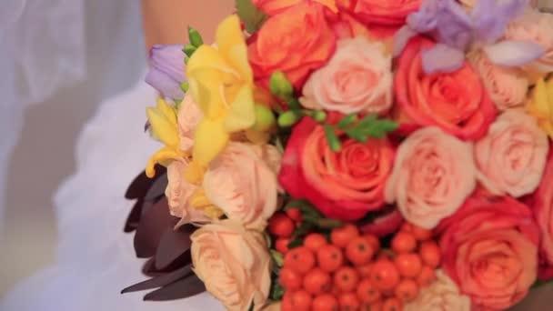 Svatební květiny v ruce