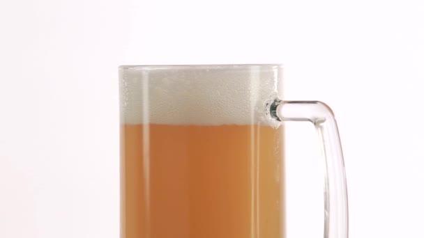 otočné skleněné s pivem