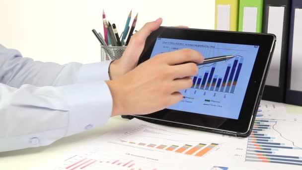 Podnikatelé, rozvoj podnikatelského projektu a analýzy dat o trhu.