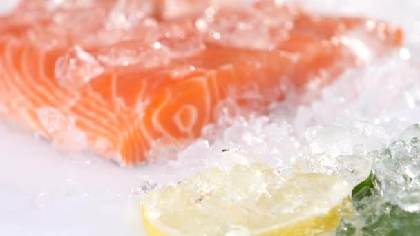 detail řezu červená ryb na ledě v rybí trh