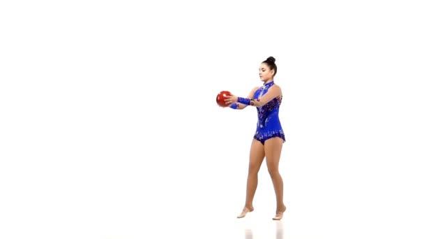 Siluety gymnastka s různými sportovní předměty, zpomalené