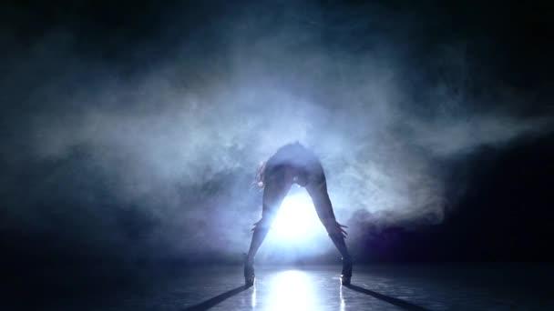danseuse de strip tease femme sexy en lingerie rotique mouvement lent fum e vid o. Black Bedroom Furniture Sets. Home Design Ideas