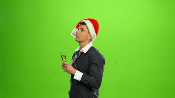 Šťastný úsměv Silvestrovská oslava muž s kloboukem na stranu. zelená obrazovka