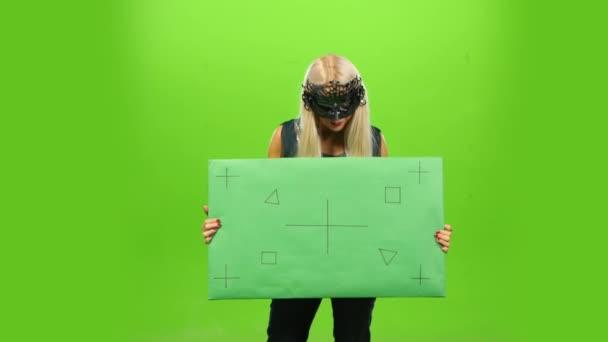 Krásná blondýna v benátské maškarní masku, nový rok, zelená obrazovka