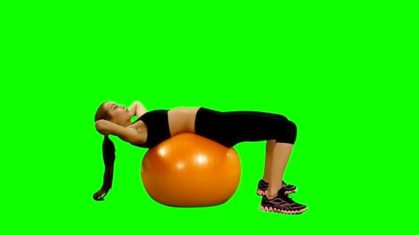 dívka s fitness míč, třese tisku, tělocvična, zelená obrazovka