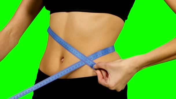 fitness žena tělo měření, sportovní oblečení. podrobnosti, zelená obrazovka