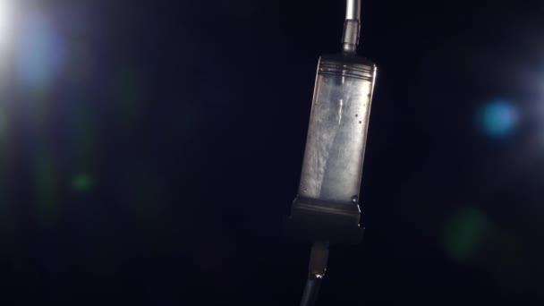 Drop čítač s lékařství, bokeh, upozorňuje na černém pozadí