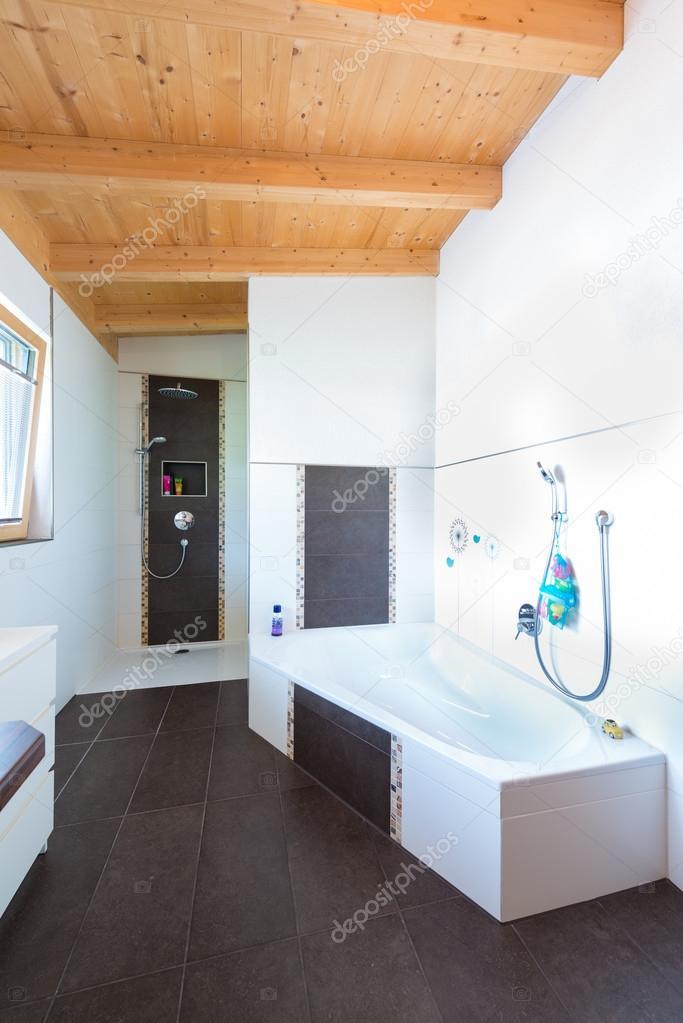 Plancher bois salle de bain finest poser carrelage sur for Pose carrelage salle de bain sur plancher bois