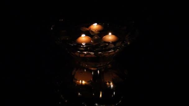 svíčky ve vodě