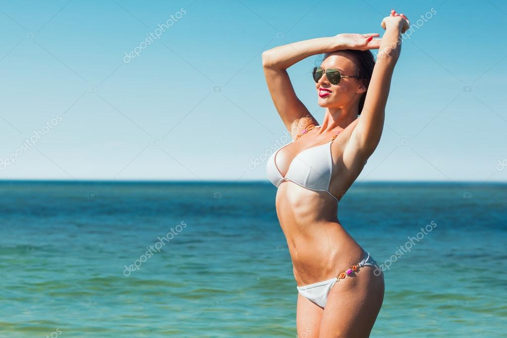 Nasse weiße Bikini Bilder