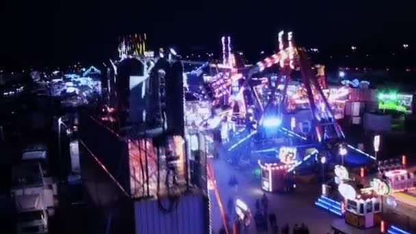 zábavní park v noci