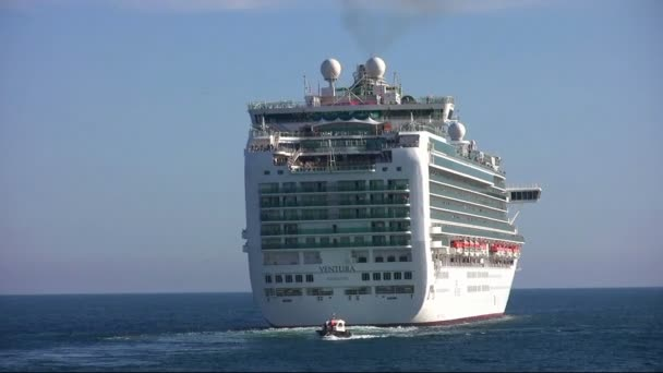 Cruise kikötő elhagyása