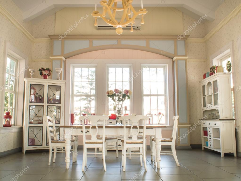 Vintage ebédlő településen, ebédlő asztalok és székek — Stock Fotó ...