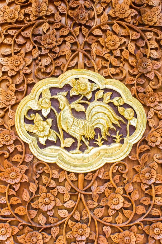 chicken wood Carving Wall sculptures in thai temple — Stock Photo ...