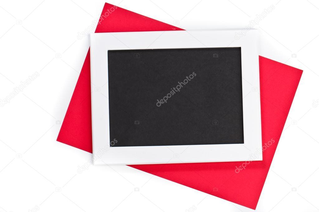 marco de fotos blanco horizontal con campo negro y papel rojo bajo ...