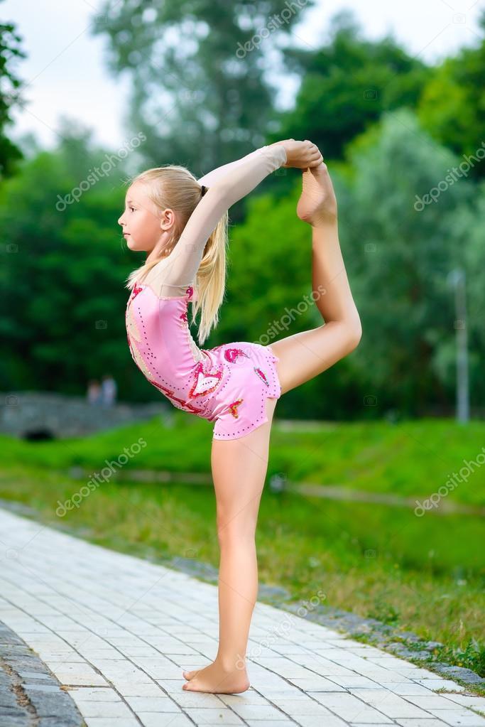 Flexible little girls images for Splity 3 en 1