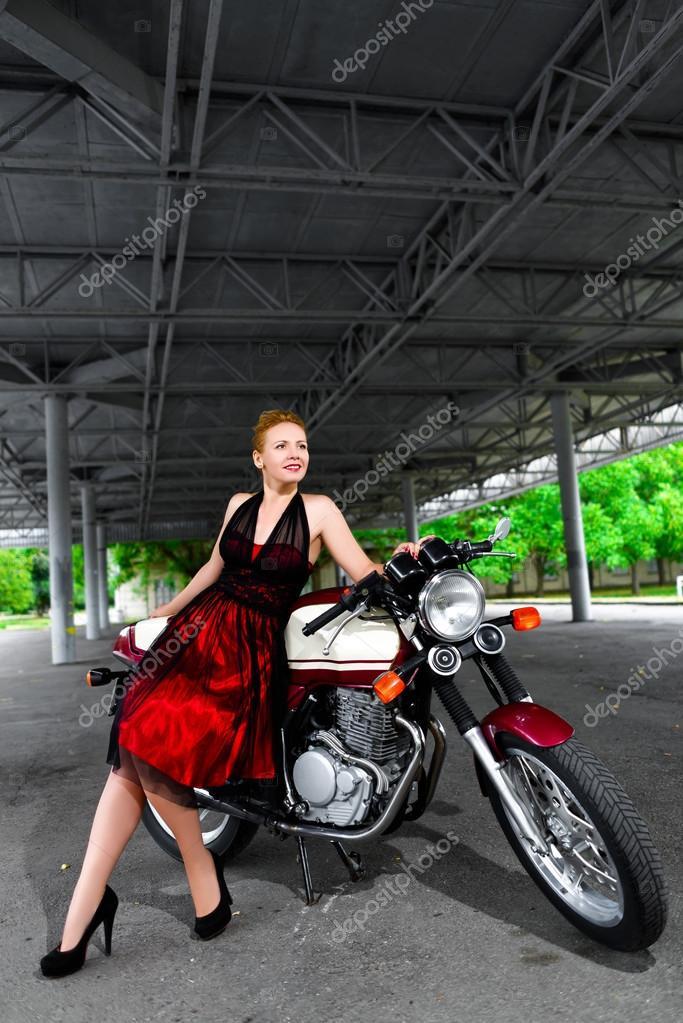 Фото платье на мотоцикле