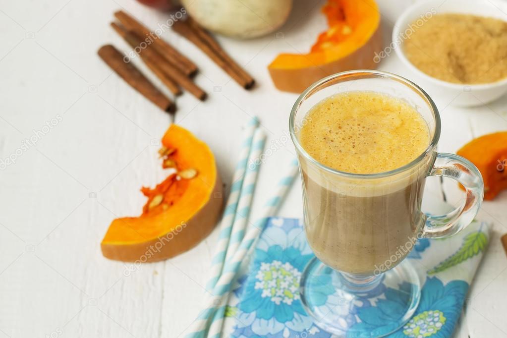 Kürbis-Latte - Kaffee mit Kürbis Sahne und heiße Getränke ...
