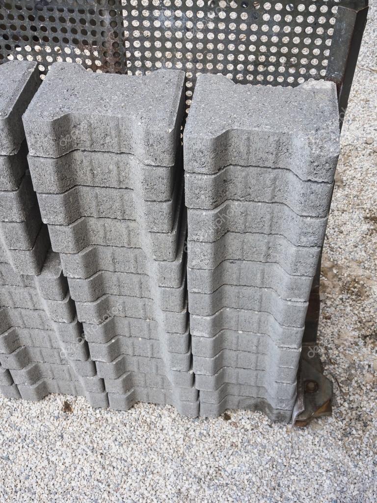 Blocchi In Calcestruzzo Per La Realizzazione Di Un Pavimento In