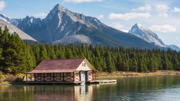 Dům na Maligne Lake