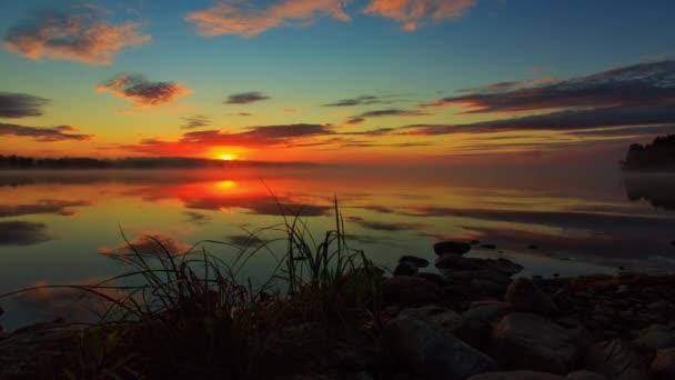 Východ slunce na lale ve Finsku