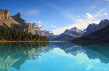 Maligne Lake in Jasper natioanal park, Alberta, Canada stock vector
