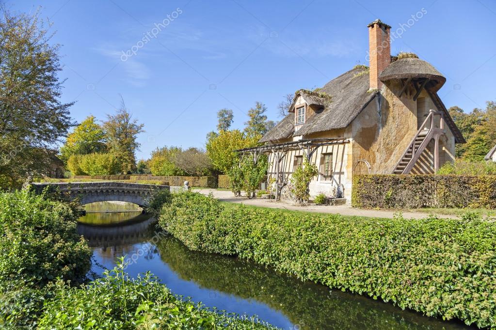 Maison Avec Toit De Chaume Dans Le Hameau De La Reine Versailles