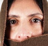 hnědý šátek